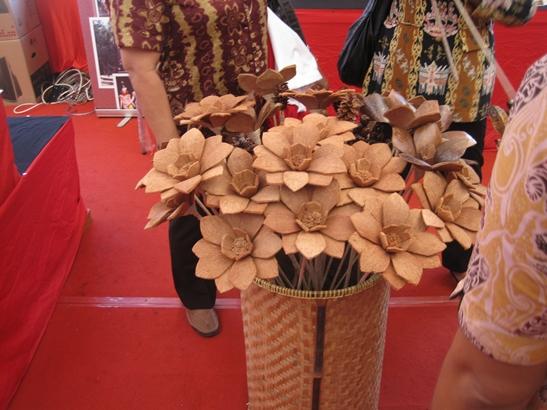 Kerajinan tangan bunga dari kayu wahh bagus yaaaa